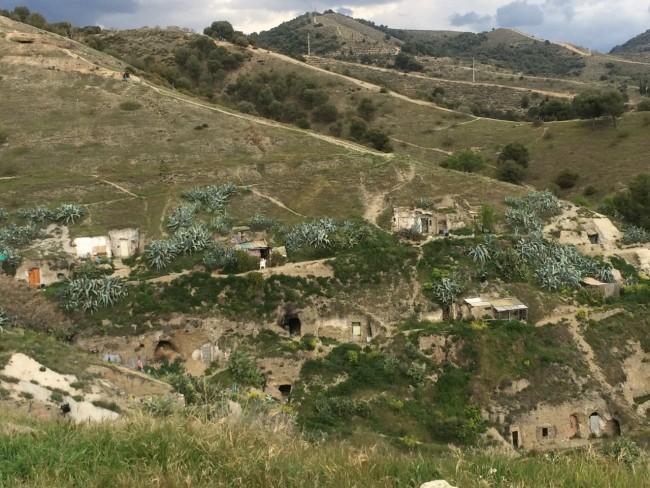Höhlenwohnungen jenseits des Barrio Albaicín in Granada