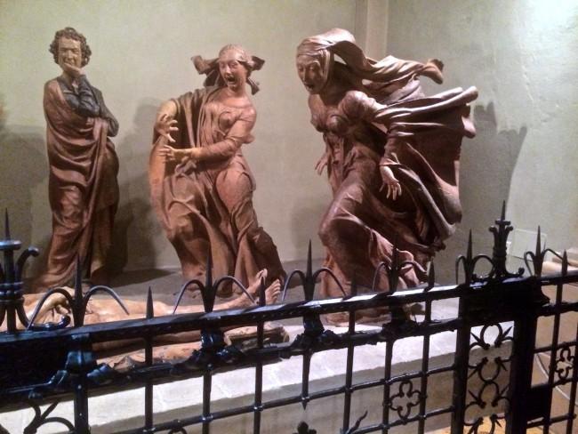 """Niccolo dell´Arca: die Dame ganz rechts der Figurengruppe """"Beweinung des toten Jesus"""" ist Maria Magdalena"""